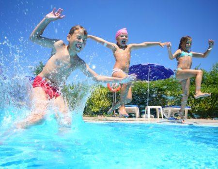 cuidado salto piscina